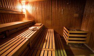 Zalety korzystania z sauny fińskiej suchej