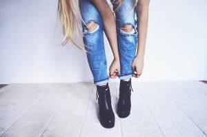Read more about the article Ciekawe stylizacje – jeansy z perełkami