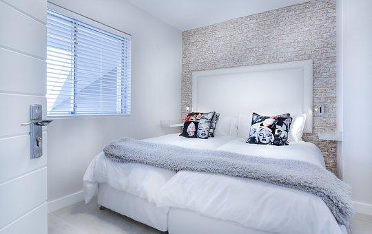 Drewniane łóżko o wymiarach 140×200