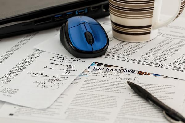 Własna księgowość czy biuro rachunkowe?
